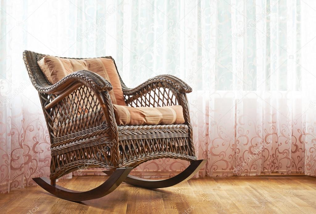Sedie A Dondolo Depoca : Composizione di sedia a dondolo di vimini u foto stock