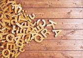 Hromada dřevěných písmen