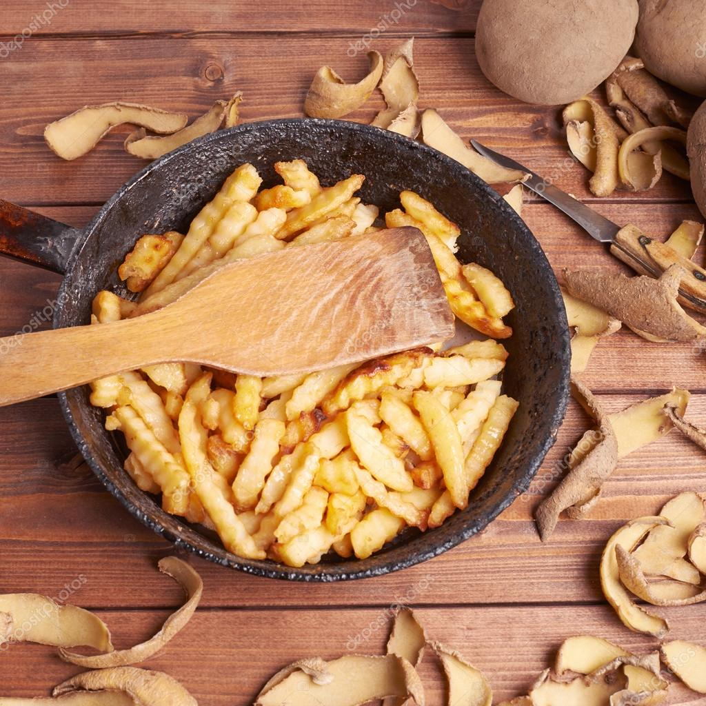 Cooking fried french potatoes