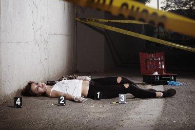 Woman dead by drugs on street