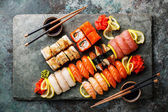 Sushi-Set Nigiri und Sushi-Rollen