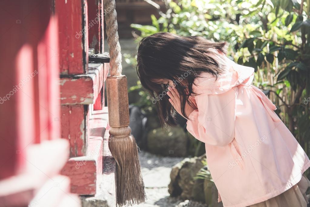 asian girl is praying