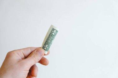 Beyaz arka planda bir dolar. Kopyala, metin için boşluk.