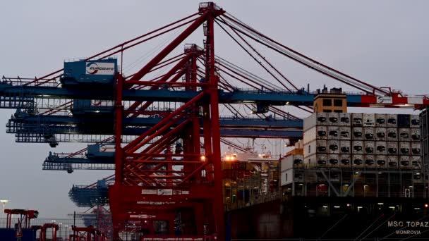 Containerterminal Eurogate Burchardkai in Hamburg, Be- und Entladen