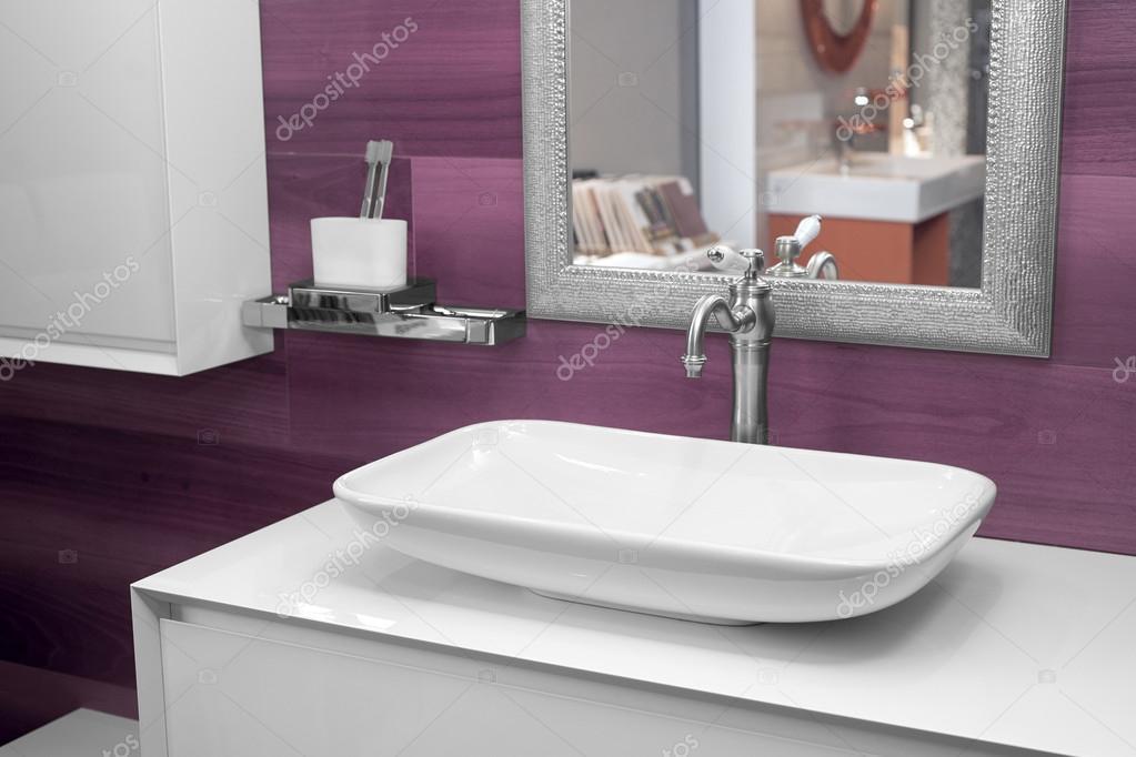 moderne Waschbecken im Bad — Stockfoto © Himchenko #118547360