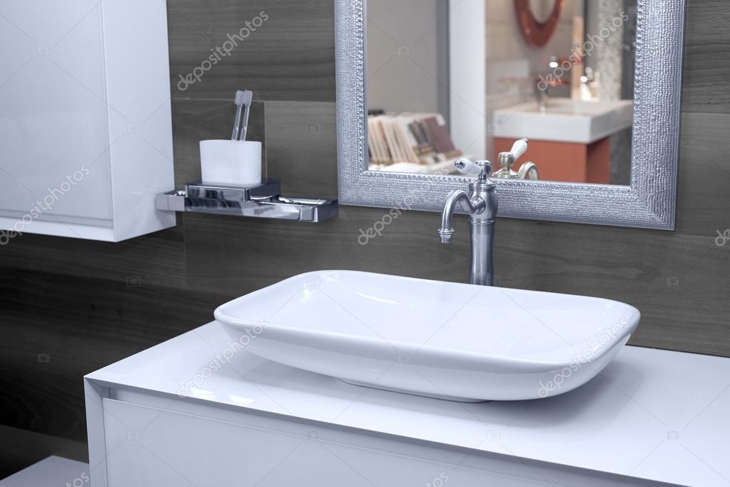 Moderne Waschbecken Im Bad Stockfoto C Himchenko 118547712