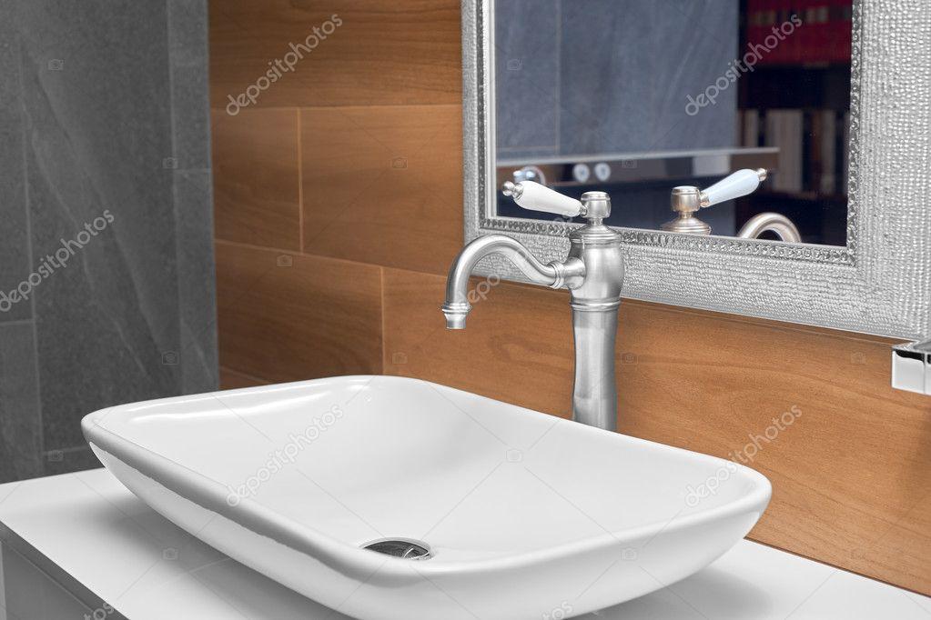 Moderne Waschbecken Im Bad Stockfoto C Himchenko 121963598