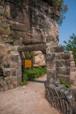 HECHUAN Rondeau cottage Dragon Buddha temple ruins