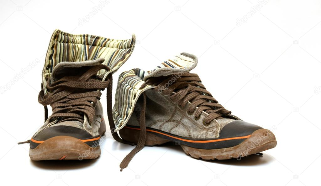 Használt barna cipők narancssárga csíkos elszigetelt fehér background —  Fotó szerzőtől astefanei bd67ee3dab