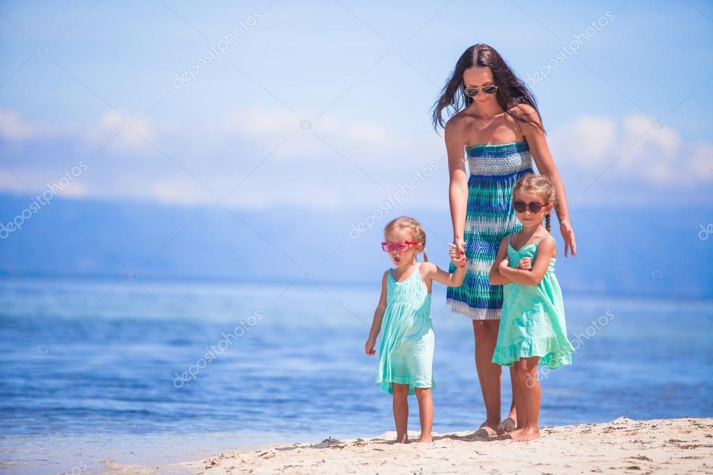 Мать исын на острове