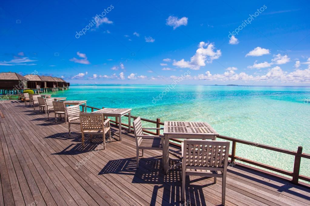 terrasse ext rieure vide le exotique en bord de mer photographie 75860585. Black Bedroom Furniture Sets. Home Design Ideas
