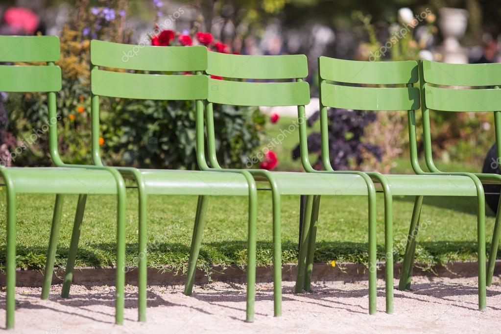 Sedie Francesi Da Giardino : Tradizionale sedie verdi nel giardino delle tuileries a parigi