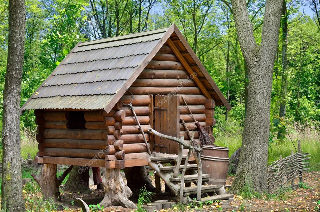 cabane en bois dans la for t maison de la sorci re baba yaga photographie oleksandrum79. Black Bedroom Furniture Sets. Home Design Ideas