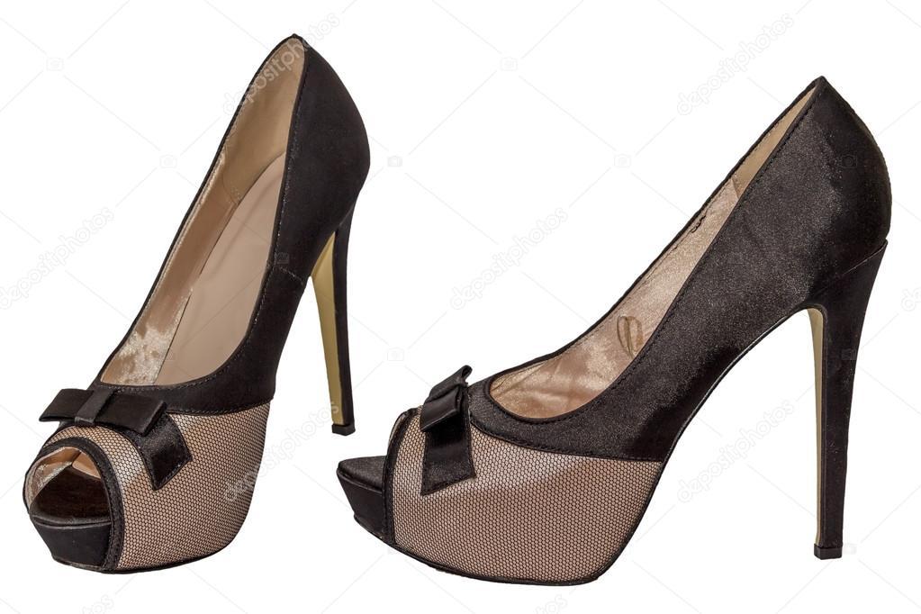81863ba5a0 Sapatos dedo aberto malha arco bege de salto alto preto isolado fundo  branco feminino — Foto de ...