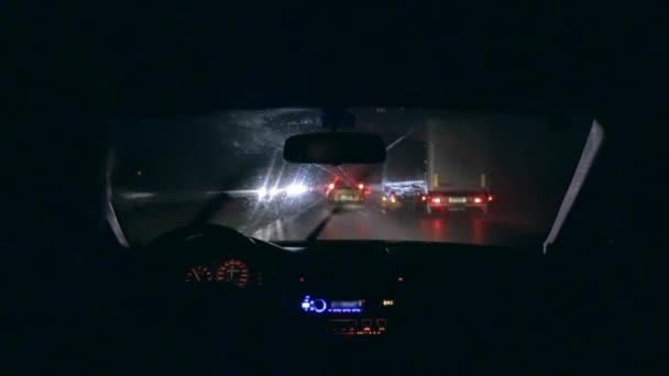 jízdy na dálnici v noci