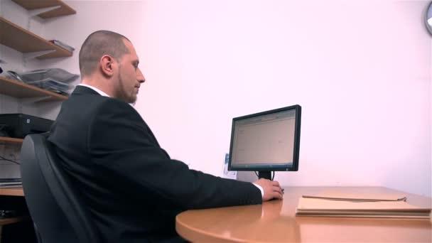 Šikana na pracovišti úřednice-spolupracovník