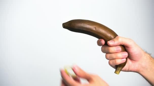 umístění kondom na černém banán