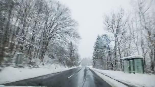 Autó áthajtás vidéken