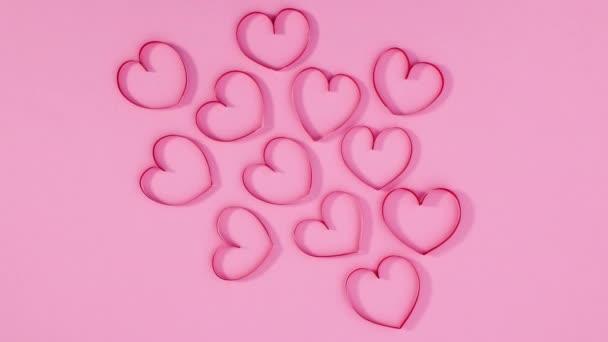 Skupina valentýnských srdcí se pohybuje na pastelově růžové téma. Zastavit pohyb