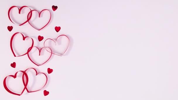 Valentýn srdce pohybovat na levé straně bílého tématu. Zastavit pohyb