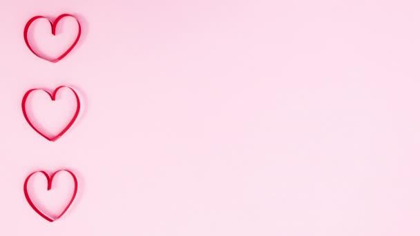Valentýn srdce bije na levé straně pastelové růžové téma. Zastavit pohyb