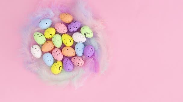 Fa kosár húsvéti tojások jelennek meg a különböző oldalakon. Állj!