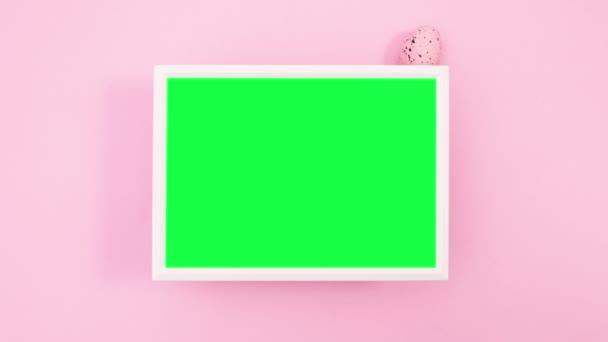 Velikonoční vajíčka se objevují kolem rámu se zelenou obrazovkou. Zastavit pohyb