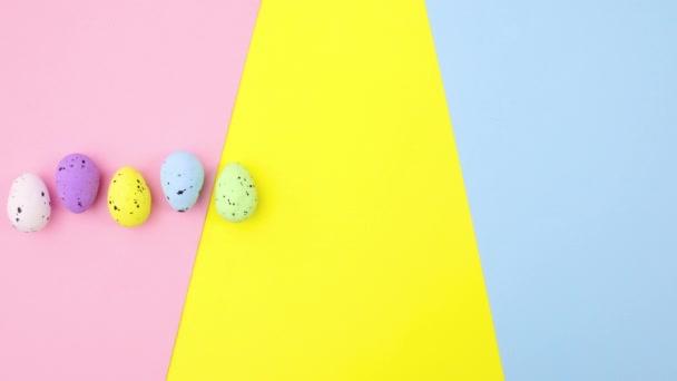 Barevná velikonoční vajíčka se objevují na barevné téma. Zastavit pohyb