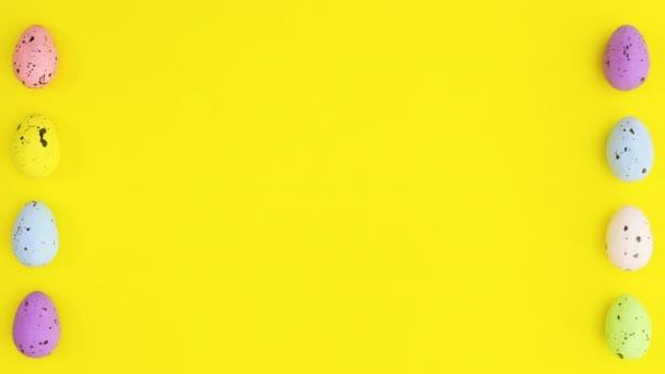 Húsvéti tojás különböző színekben forgó bal és jobb oldalán sárga téma. Állj!