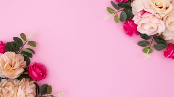 Szerelem szöveg írni pasztell rózsaszín háttér virágos elrendezése. Állj!