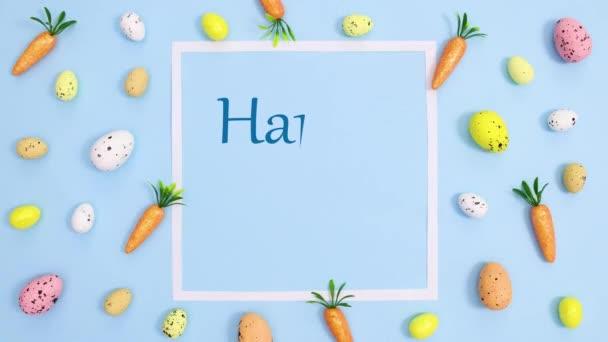 Frohe Ostern schreiben in Papier mit Eiern pastellblauen Hintergrund. Stop-Motion