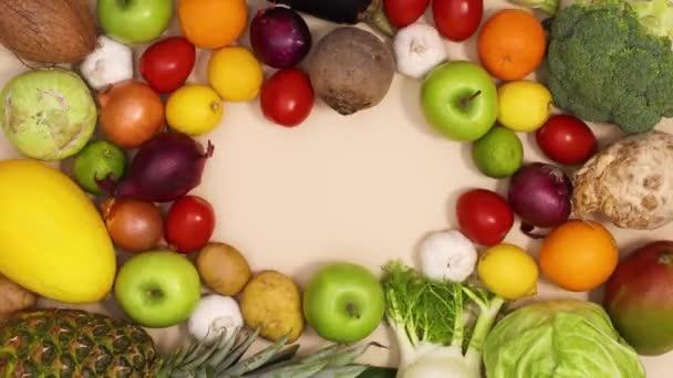 Zdravé ovoce a zelenina rám s kopírovací prostor v pohybu. Zastavit pohyb