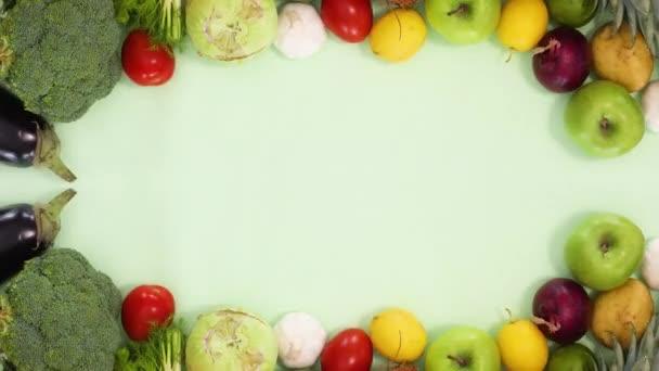 Čerstvé organické ovoce a zelenina pohybovat na horní a dolní části. Zastavit pohyb