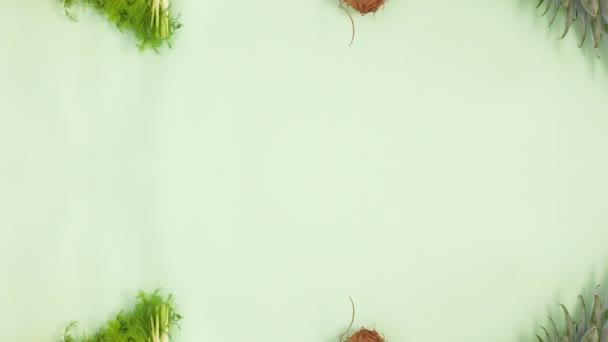 Čerstvé organické ovoce a zelenina se objevují na horní a dolní části. Zastavit pohyb
