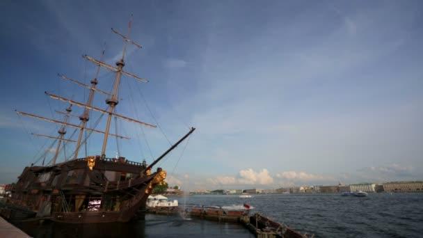 Petrohrad a Neva řeka