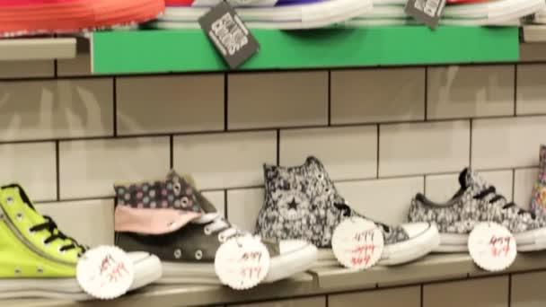 Cipők, Converse üzlet