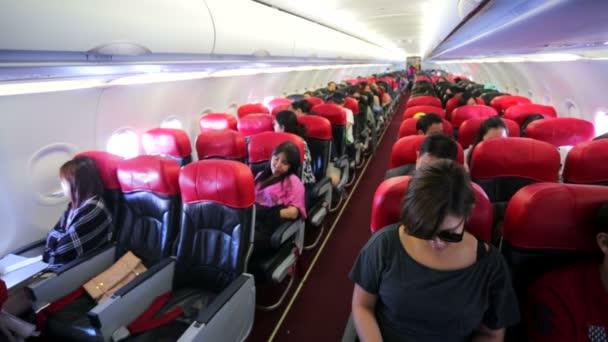 Lidé uvnitř letadla