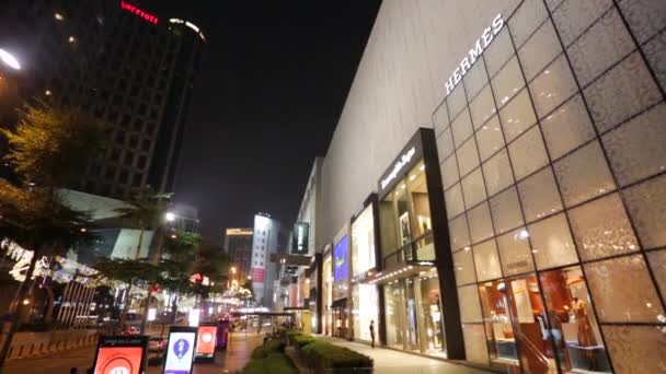 Luxusní obchody v nákupních centrech