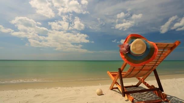 Lehátku na tropické pláži