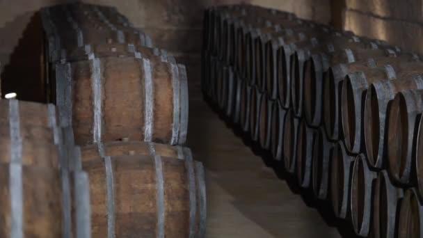 Sudy ve vinárně Bordeaux vinice