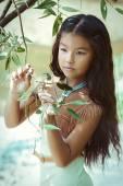 Fotografie ziemlich indischen Mädchen im Freien