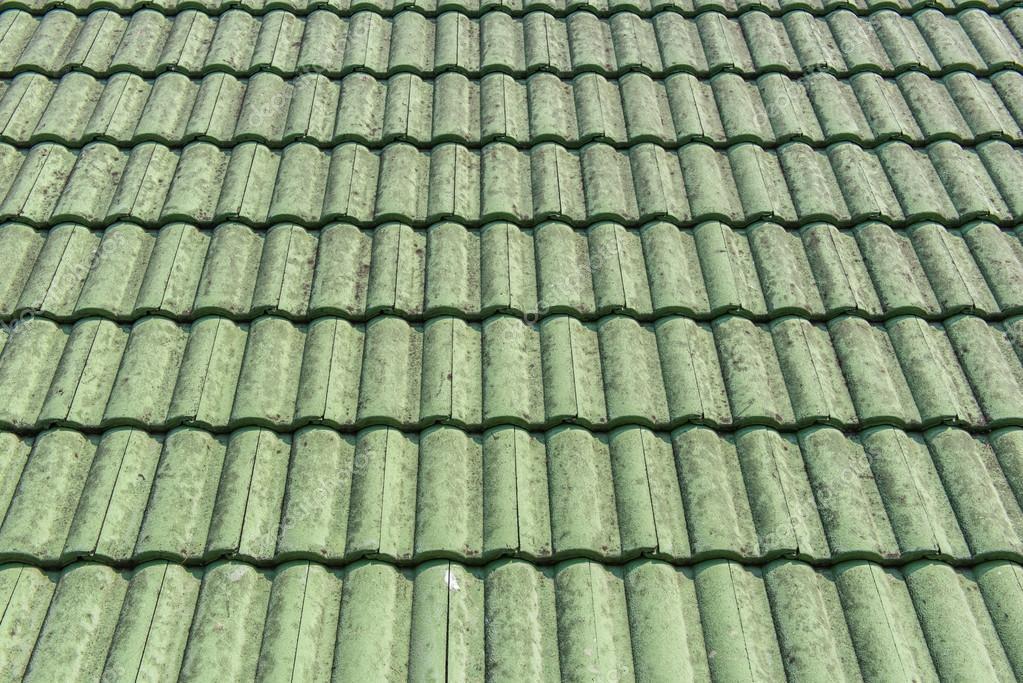Mattonelle verdi vecchia struttura del tetto per sfondo u2014 foto stock