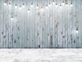 Modré dřevěné zdi s odstíny nejsvětlejších žárovky, pozadí