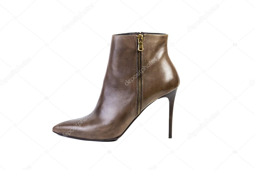 945c69d1f Primavera marrom botas para mulheres sapatos sobre um fundo branco, loja  online — Fotografia de