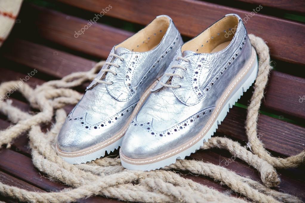 dd0c1a9e Zapatos de mujer, fotos de publicidad vintage de plata — Foto de Stock