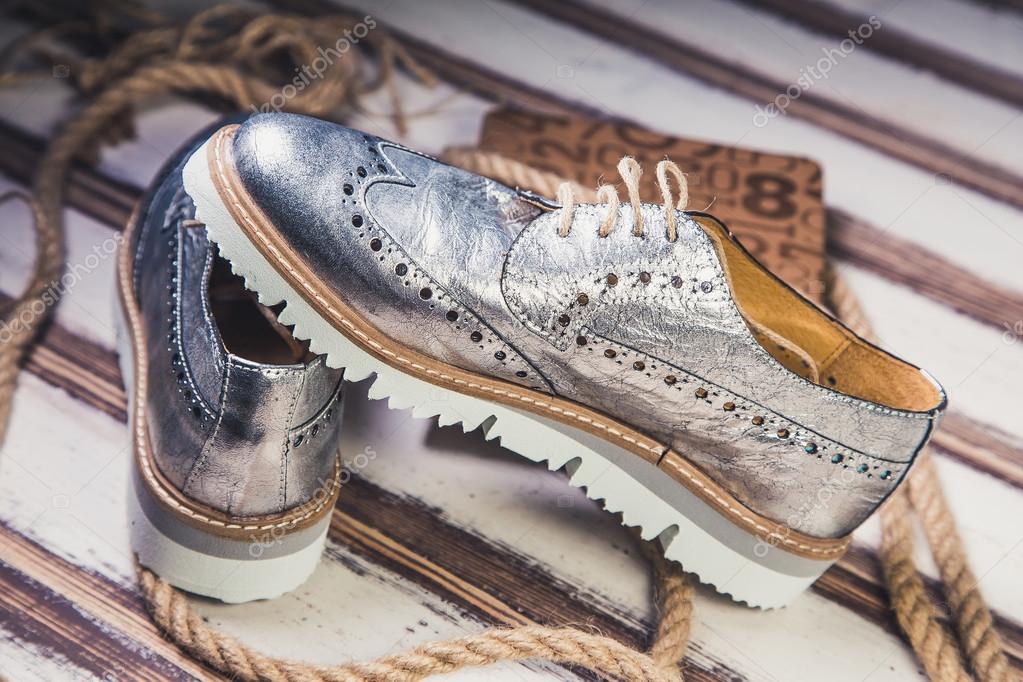 Italianos — Foto Stock Mujer Zapatos De Plata lJcKF1