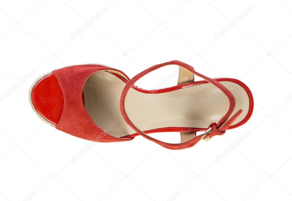 3e123e90b5 Červené dámské sandály na bílém pozadí