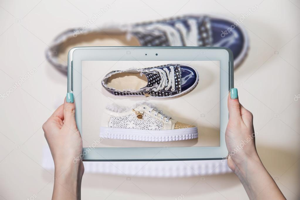 0c401a510f6 κορίτσι φωτογραφημένα παπούτσια online πώληση — Φωτογραφία Αρχείου ...