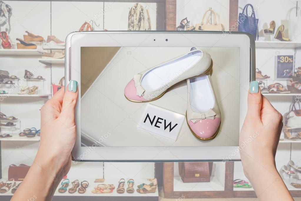 8e6de15ba7 κορίτσι φωτογραφημένα παπούτσια online πώληση — Φωτογραφία Αρχείου ...