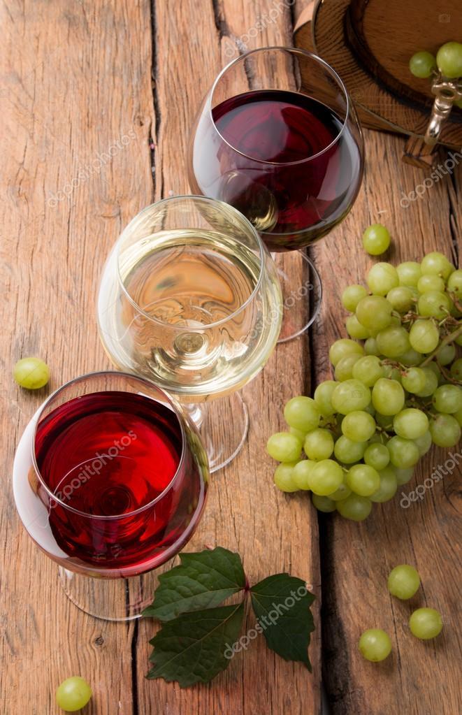 Weingläser Dekorieren weingläser und dekoration stockfoto habovka 124412678
